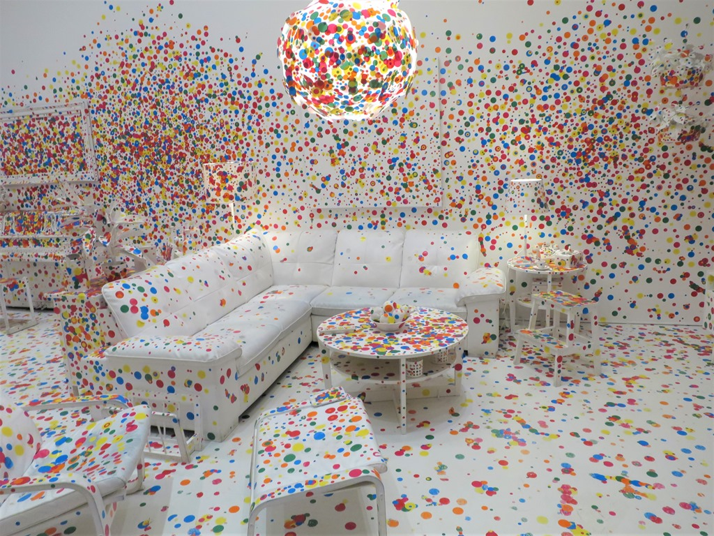Infinity Mirrors Exhibit At The Hirshhorn Museum In